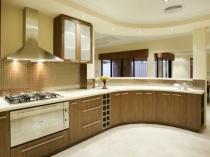 Виниловые обои темно-бежевого цвета в кухне