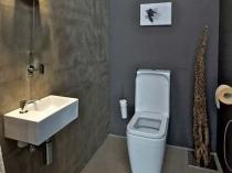 Отделка цементной штукатуркой стен санузла