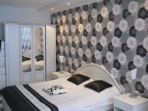 Использование белого и черного цвета в дизайне спальни