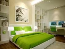 Текстиль ярко-зеленого цвета в светло-бежевой спальне