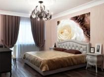 Комбинация бежевого и коричневого цветов в отделке классической спальни
