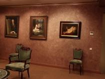 Классическая гостиная с венецианской штукатуркой на стенах