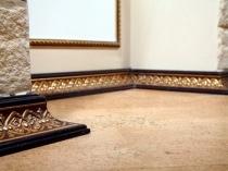 Декоративный напольный плинтус с орнаментом