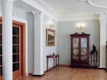 Потолочный декоративный плинтус в интерьере