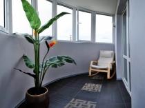Вариант оформления полукруглого балкона