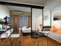 Откатная перегородка для разделения пространства в спальне-гостиной