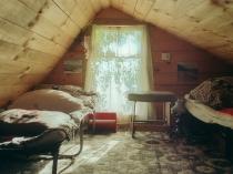 дизайн мансарды дачного дома на фото