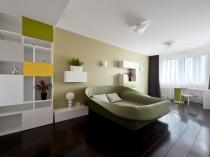 Оригинальная кровать с мягкими бортами в современном дизайне спальни