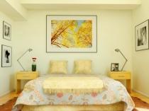 Светлая спальня с отделкой стен и потолка кремового цвета