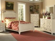 Дизайн маленькой спальни с мебелью белого цвета