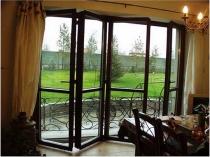 Пример дверей гармошки для лоджии или балкона