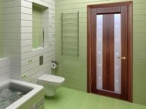 Распашная деревянная дверь в санузел
