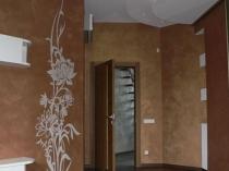 Фактурная венецианская штукатурка с рисунком на стене