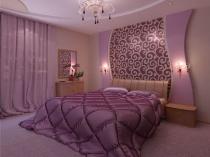 Розовый и фиолетовый цвет в декоративной отделке стены спальни