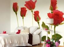 Спальня в стиле минимализм с фотообоями с крупными цветами