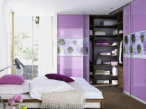 Перегородки с фотопечатью в угловую гардеробную спальни