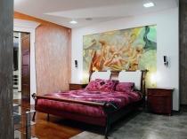 Идея декорирования стены спальни художественным панно