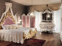 Классическая мебель с инкрустацией и позолотой в интерьере спальни
