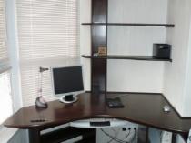 Такой стол поможет рационально использовать каждый сантиметр балконного пространства