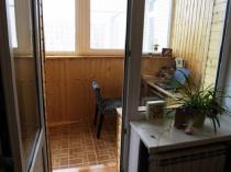 Кому-то придется по душе и такой минимализм в оформлении кабинета на балконе