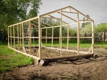 Строительство деревянного каркаса двускатной теплицы