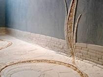 Плинтус из мозаики на полу