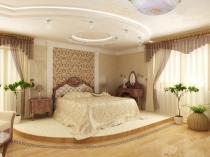 Классический стиль мебели на высоких изогнутых ножках в спальне