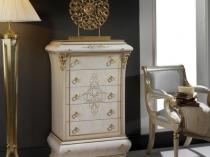 Дизайнерский белый с позолотой комод в классической спальне