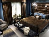 Синий и темно-коричневый цвета в оформлении спальни