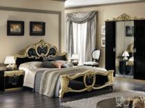 Красивая резная мебель в спальне