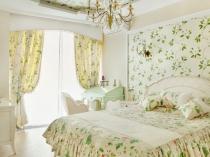 Красивые шторы с белым ламбрекеном в спальне прованс