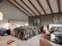 Спальня стиля шале с красивым балочным потолком