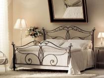 Кованые ажурные спинки для кровати в спальне