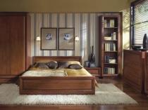 Деревянная кровать в цвет мебели спальни