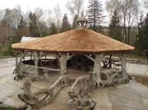 Крыша беседки из соломы и тростника