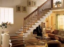 Пример лестницы в доме с мансардой