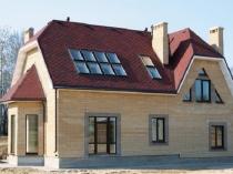 Мансардная крыша с естественным освещением