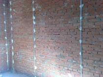 Маяки под штукатурку на кирпичной стене