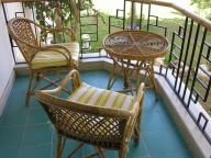 Легкая плетеная мебель для открытого балкона