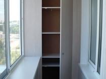 Втроенный шкаф для балкона