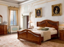 Классический комплект мебели с резным изголовьем кровати для спальни