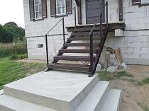 Металлическая лестница простой конструкции