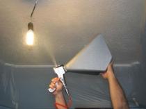 Использование пневмопистолета для штукатурки потолка