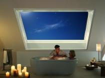 панорамное мансардное окно в ванной комнате