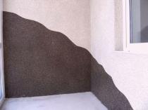 Выбор контрастных оттенков мозаичной штукатурки для отделки стен
