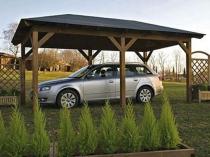 Прямоугольная конструкция навеса из дерева для автомобиля