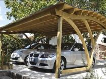 Оригинальная конструкция деревянного навеса для двух авто