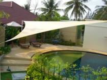 Треугольный тентовый навес для дачного бассейна