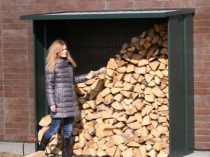 Приставной металлический навес со сплошными стенками для дров