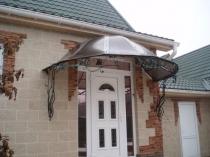 Козырек над входной дверью конусной формы